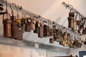 Allein die Sammlung an Grubenlampen kann sich sehen lassen. Bild: Michael Thalken/Eifeler Presse Agentur/epa