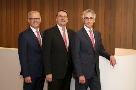 Holger Glück, Udo Becker und Hartmut Cremer (v.l.), Vorstand der Kreissparkasse Euskirchen