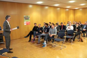 Sprach den Wettkampfteilnehmern Mut zu: KSK-Vorstandsmitglied Hartmut Cremer. Bild: Michael Thalken/Eifeler Presse Agentur/epa