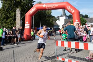 """Sport, Spaß, Familienfest: Der """"Metterman"""" ist ein Jahreshöhepunkt in Weilerswist-Metternich. Bild: Tameer Gunnar Eden/Eifeler Presse Agentur/epa"""