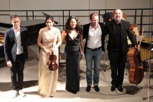 """Das Ensemble """"Emoción"""" wurde nur nach mehreren Zugaben von der Bühne gelassen. Bild: Michael Thalken/Eifeler Presse Agentur/epa"""