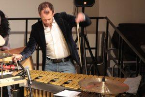 Liebt das Experiment: Der Perkussionist Ferdinand Schäfer. Bild: Michael Thalken/Eifeler Presse Agentur/epa