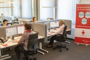Den Kunden steht auch weiterhin das kompetente Telefonteam der KSK Euskirchen für alle Serviceanliegen zur Verfügung. Bild: Tameer Gunnar Eden/Eifeler Presse Agentur/epa